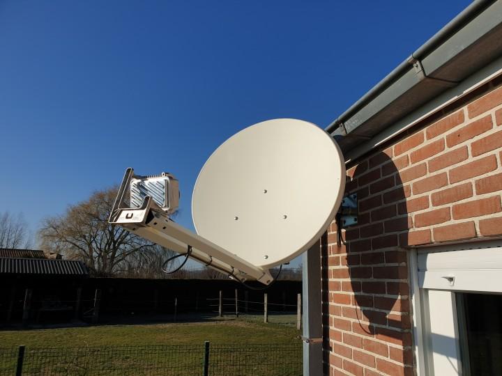 Internet par satellite - installation standard offerte