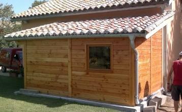Envie d'installer une cabane de jardin accolée à votre maison ?