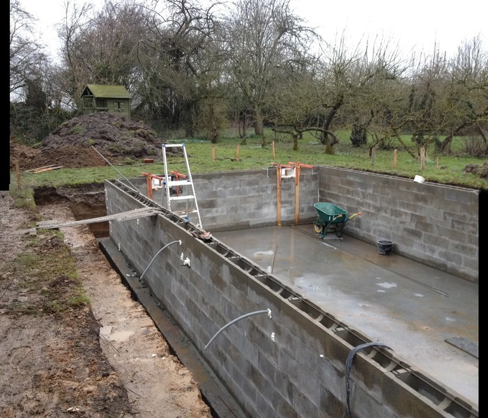 Construction d 39 une piscine ext rieure pool conception sprl for Construction piscine avis