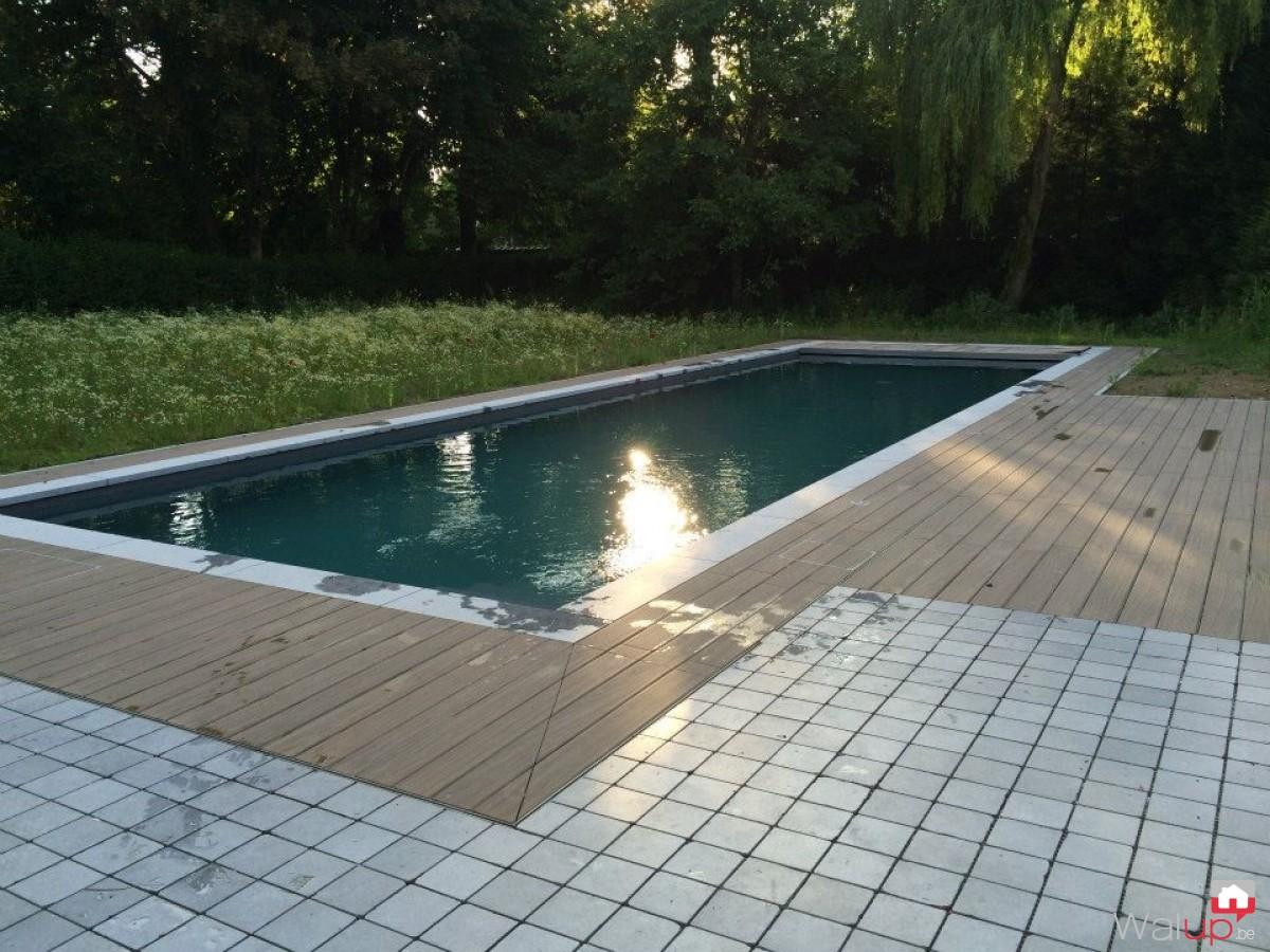 Pr paration de la piscine pour la pose du par pool for Prix pvc arme pour piscine