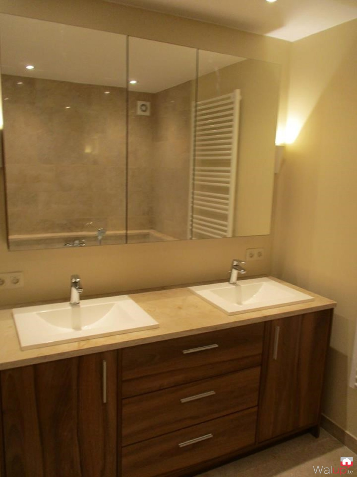 Meuble salle de bain sur mesure tournai par evolumeuble for Porte meuble salle de bain sur mesure