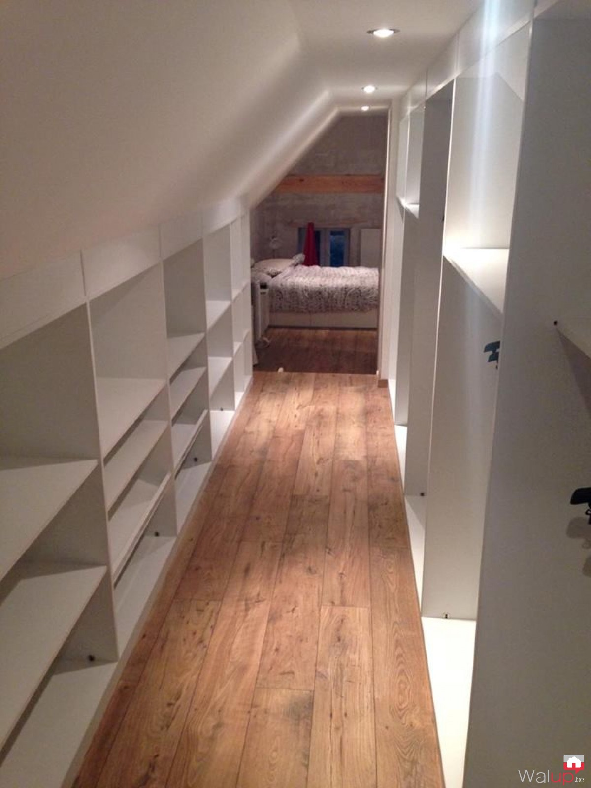 placard sous mansarde par evolumeuble. Black Bedroom Furniture Sets. Home Design Ideas