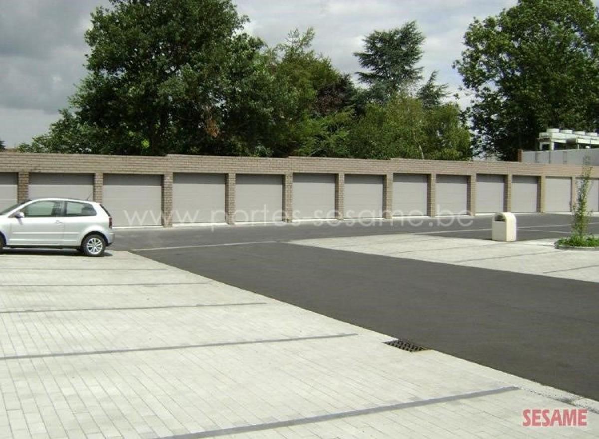 Portes de garage par portes de garage sesame for Main d oeuvre garage