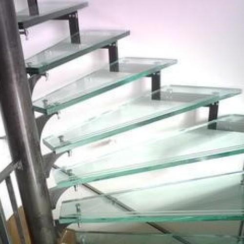 Passerelle et escalier