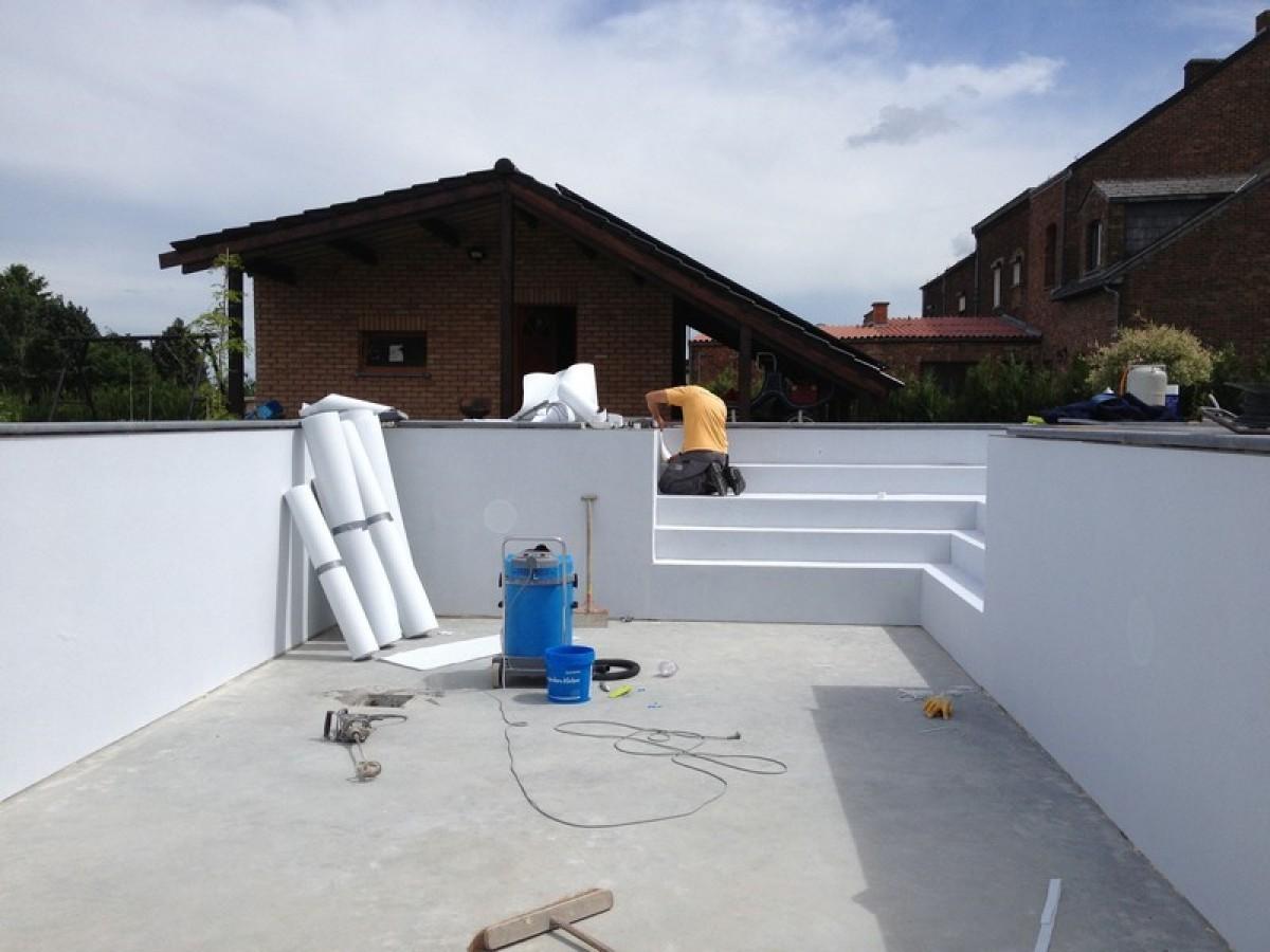 construction d 39 une piscine ext rieure par pool conception sprl. Black Bedroom Furniture Sets. Home Design Ideas