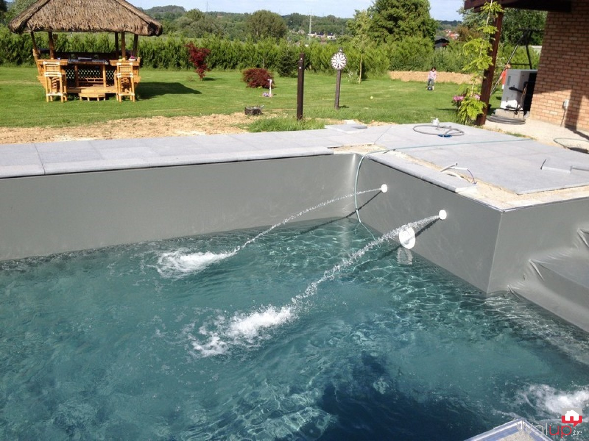 Construction d 39 une piscine ext rieure par pool for Prix piscine exterieure