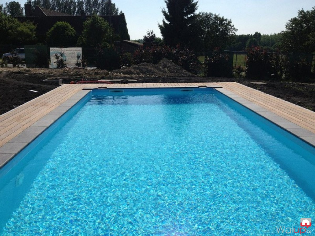 Construction d 39 une piscine ext rieure par pool for Construction piscine avis