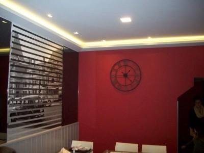 Décorations et peintures intérieures d'une friterie