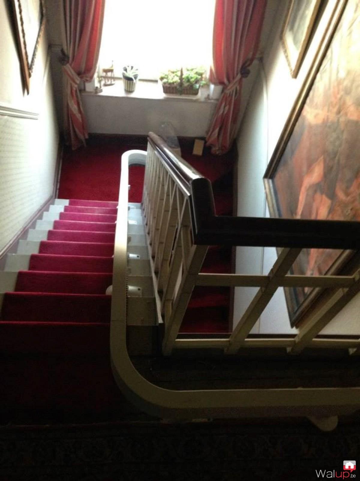 Chaise d 39 escalier par stalift tournai for Chaise escalier