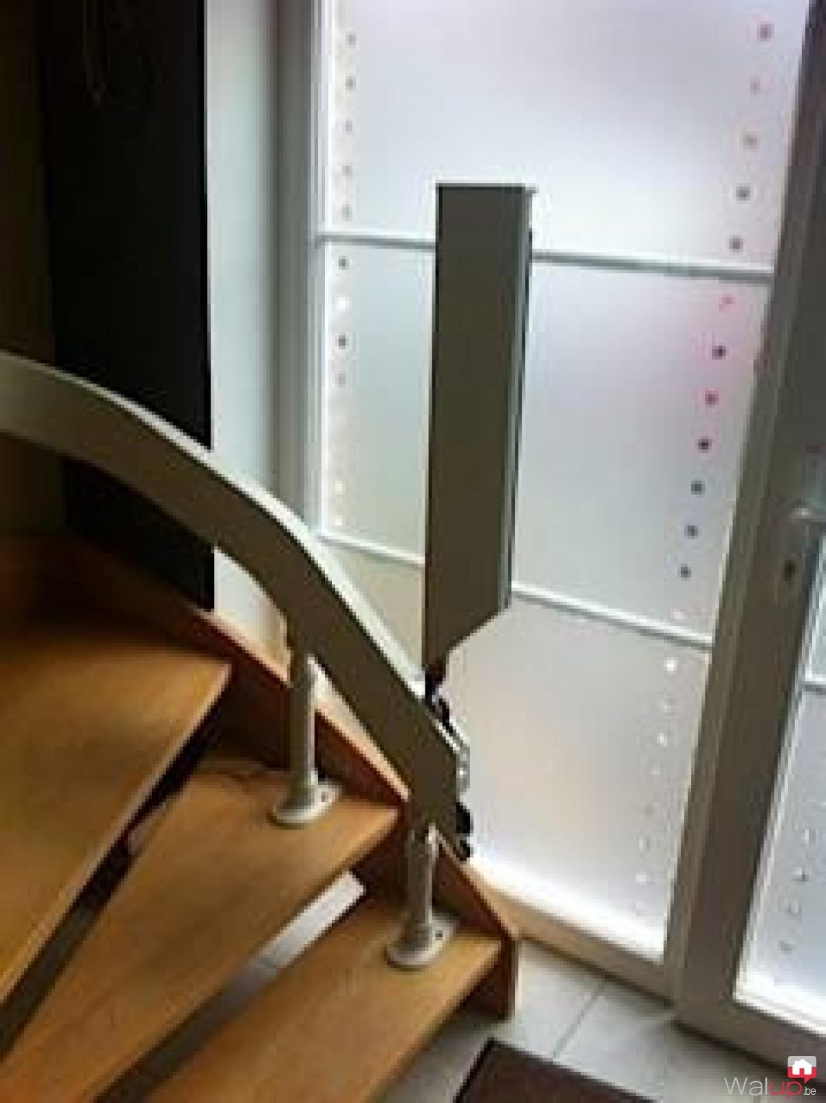chaise d 39 escalier par stalift tournai. Black Bedroom Furniture Sets. Home Design Ideas