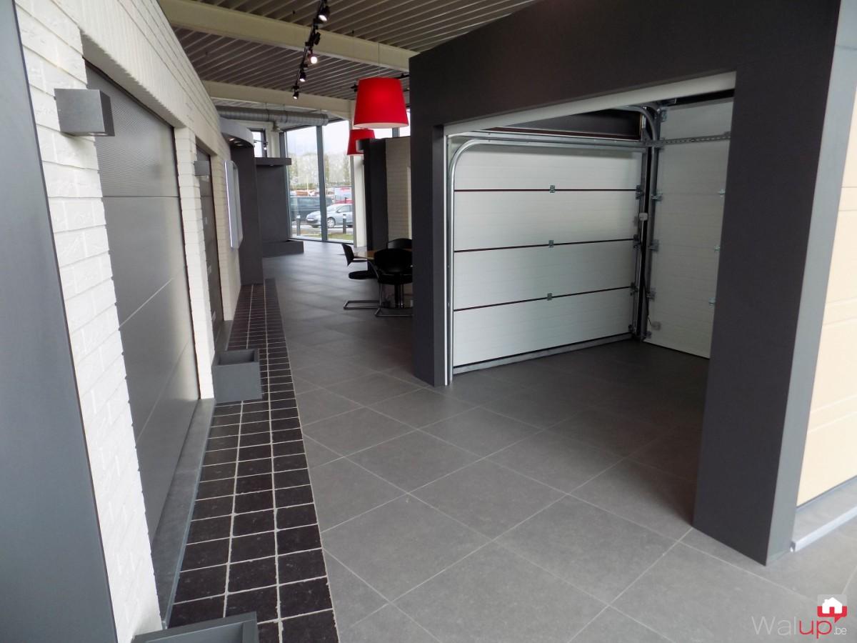 nouvelle salle d 39 exposition leuze en hainaut par portes de garage sesame. Black Bedroom Furniture Sets. Home Design Ideas