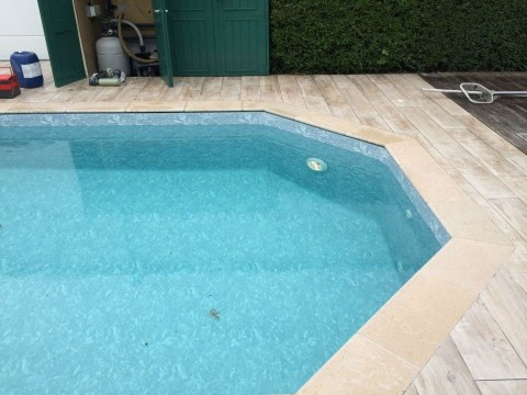R novation liner piscine en bois par pool conception sprl for Renovation liner piscine