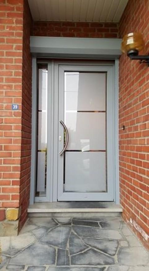 Pose d 39 une porte d 39 entr e en pvc avec dv tournai par for Prix d une porte d entree en pvc
