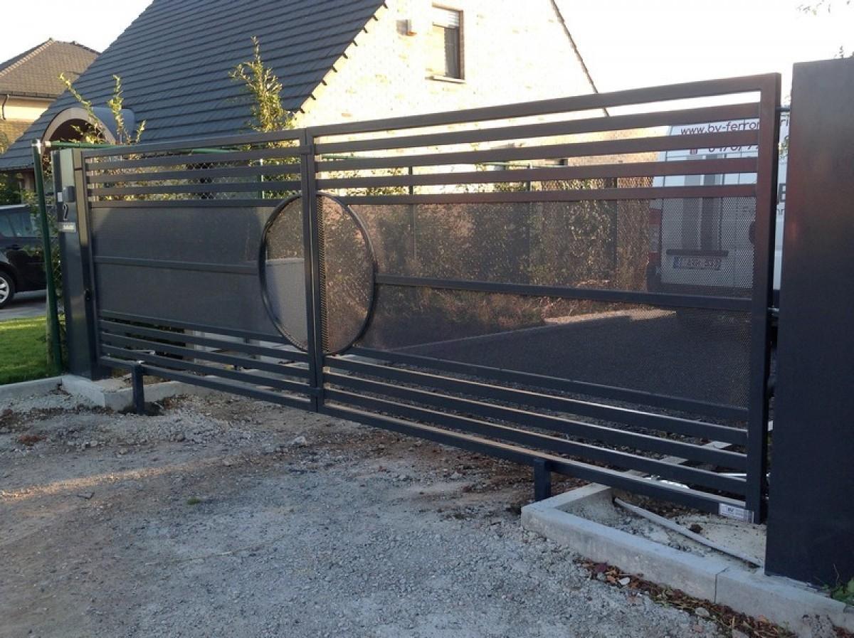 installation d 39 un portail par bv ferronnerie. Black Bedroom Furniture Sets. Home Design Ideas