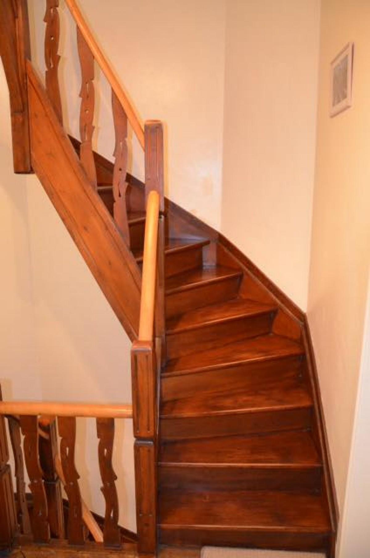 Poncage Escalier En Bois décapage, ponçage et teinte d'un escalier… à bruxelles par