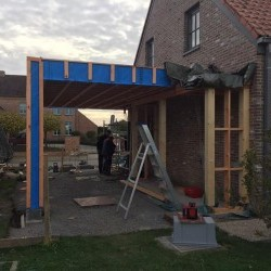 Chantier en cours : construction d'un car port