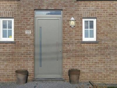 Porte d'entrée et porte de garage