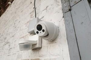 Installation de caméras de vidéo surveillance pour atelier entrepôt