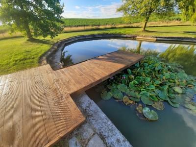 Création d'un ponton d'agrémentation pour un étang