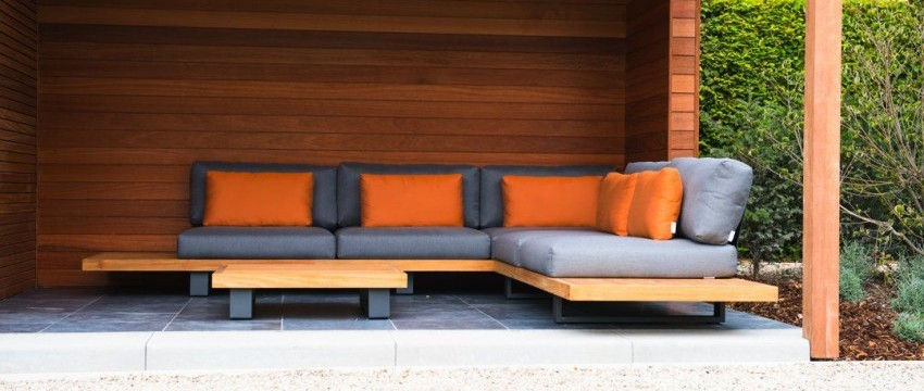 Abri de jardin moderne cube en bois de Moabi