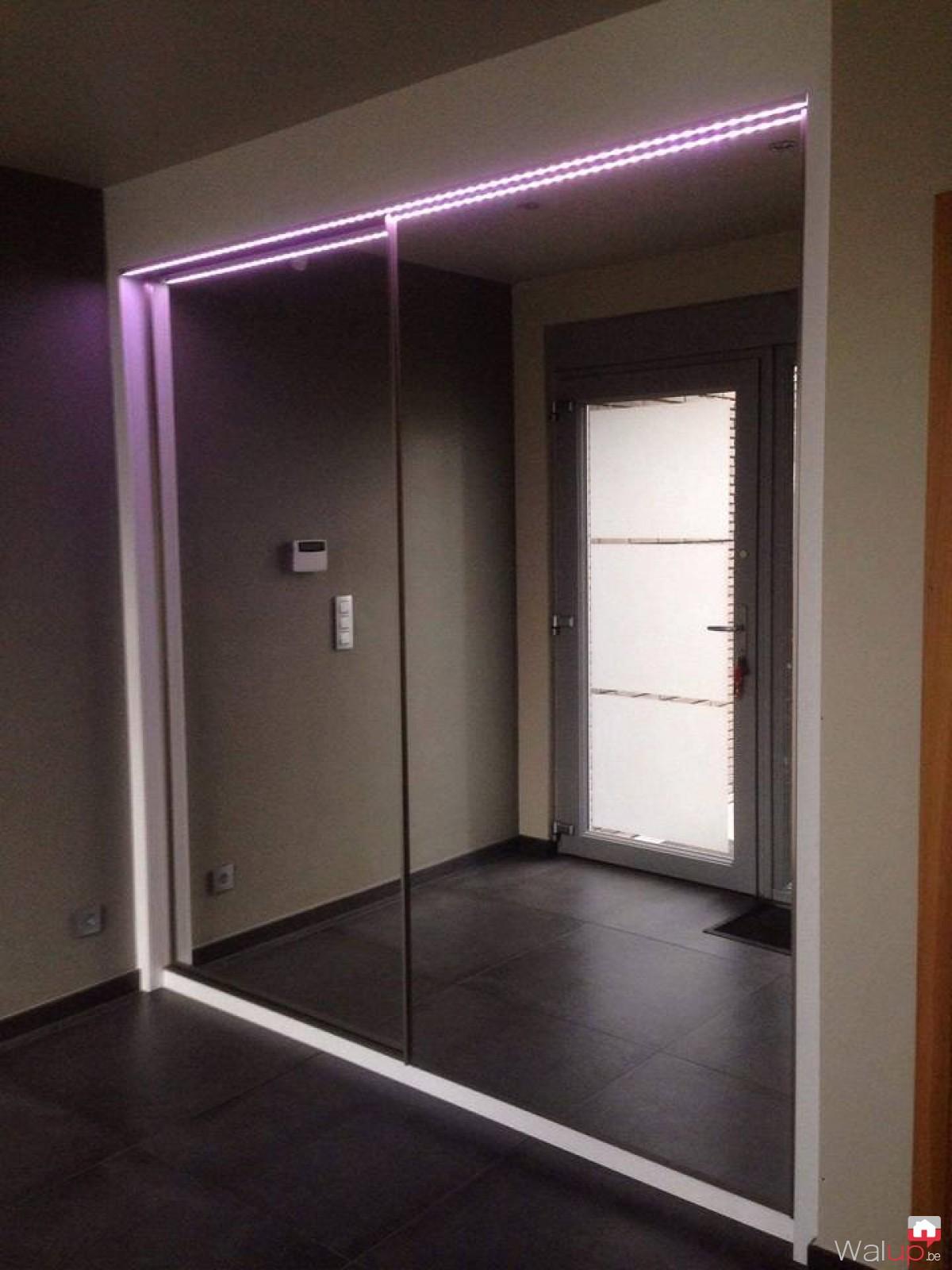 pose d 39 un placard avec portes coulissantes tournai par menuiserie tournaisienne. Black Bedroom Furniture Sets. Home Design Ideas