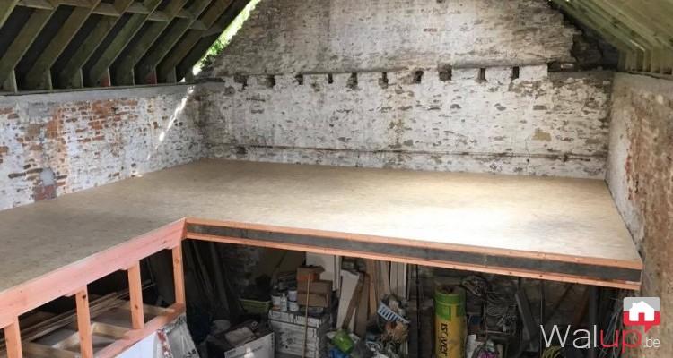 Gitage et plancher dans une grange