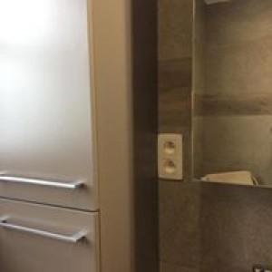 Rénovation d'une salle de bain avec spot hermétique au plafond