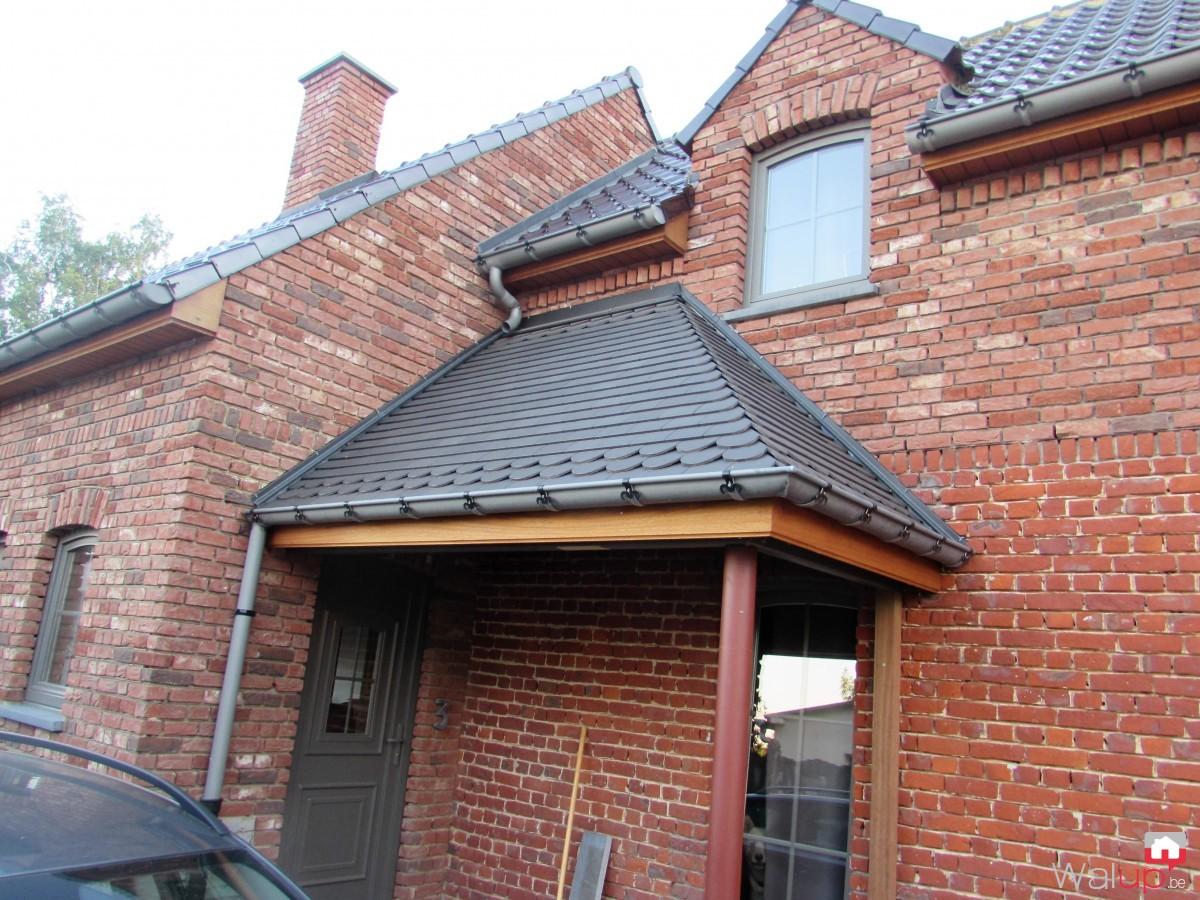 porche porte d entr e vezon par tradition toiture. Black Bedroom Furniture Sets. Home Design Ideas