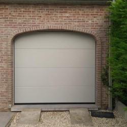 Porte de garage sectionnelle motorisée