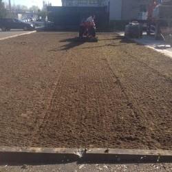 Mise en place de pelouse en rouleaux