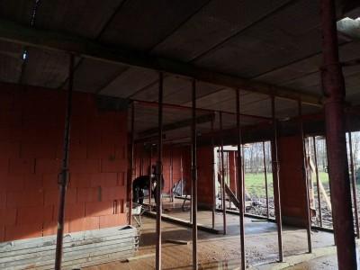 Pose de hourdis à l'étage lors de la construction d'une maison unifami